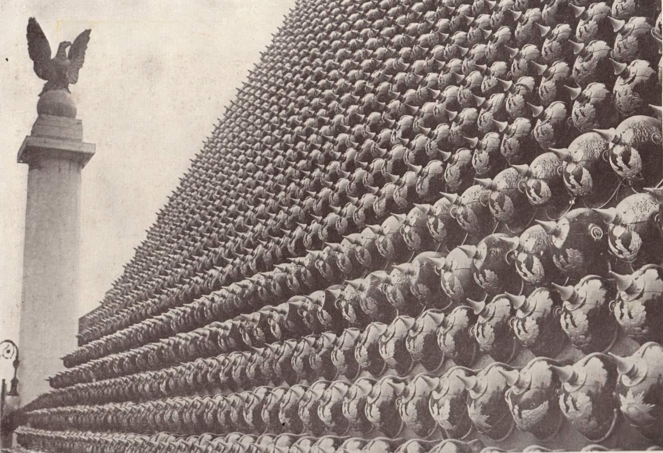 Az egyik piramis közelről. Forrás: www.warrelics.eu