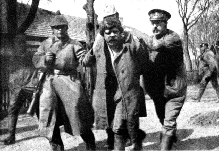 Feltételezett kémet tartóztatnak le Kelet-Poroszországban 1915 májusában. Forrás: spiegel.de