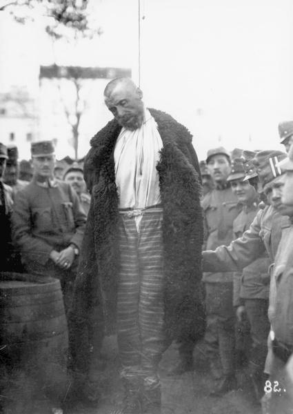 Egy állítólagos orosz kém kivégzése Galíciában, 1916 július. Forrás: spiegel.de