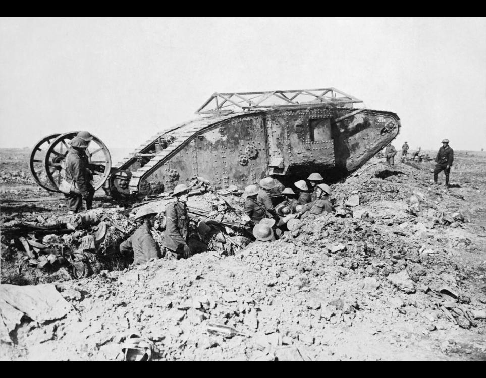 """A C-15 névre keresztelt """"férfi"""" brit Mark I típusú harckocsi, 1916. szeptember 25. Forrás: Imperial War Museum (Q 2486)"""