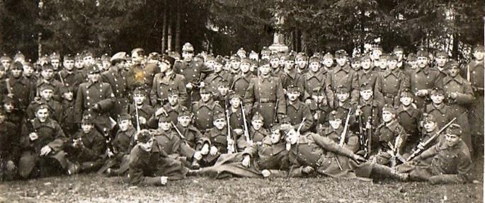 Főiskolások a Monarchia katonáiként. Forrás: OEE, NYME Központi Könyvtár és Levéltár