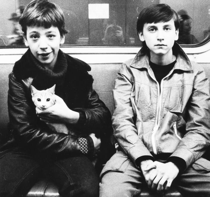 Elégedett utasok, és a Napi Történelmi Forrás első macskás képe, egyenesen 1982-ből. (Semmelweis Egyetem Levéltára/FORTEPAN)