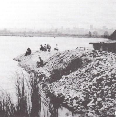 Grábler-tavi halászat, 1970-es évek Forrás: Harmat József: Roma holokauszt… i. m. 312.
