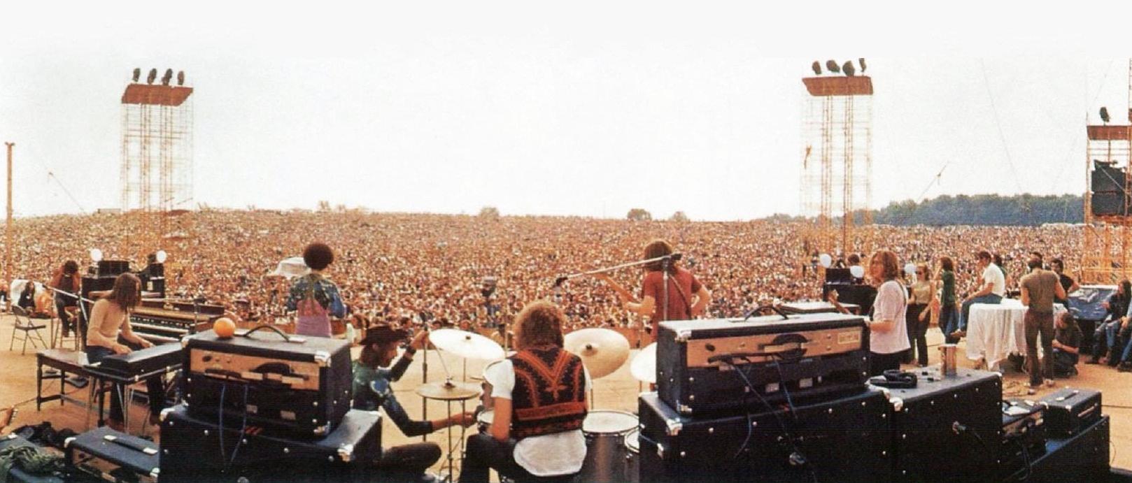 """""""És semmi mást nem akar, csak szórakozást és zenét."""" – Egy új generáció születése: Woodstock Aquarian Zenei és Művészeti Fesztivál, 1969. augusztus 15–18."""
