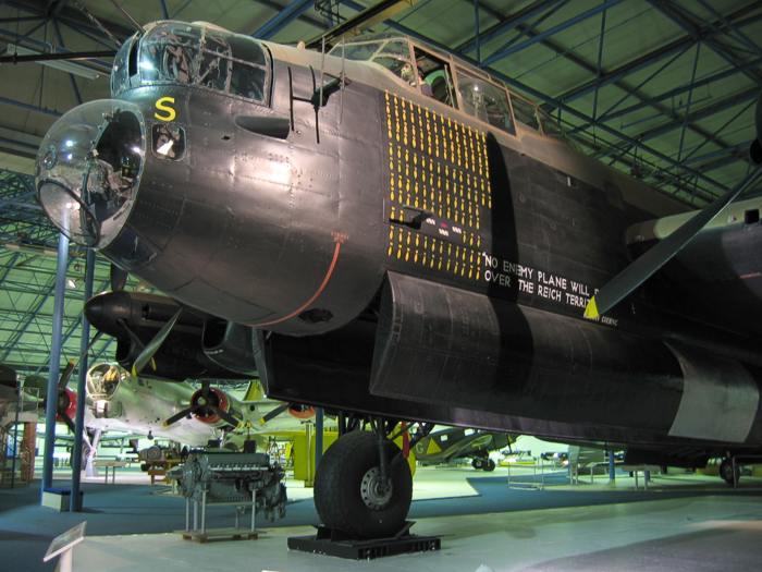 avro-lancaster-front