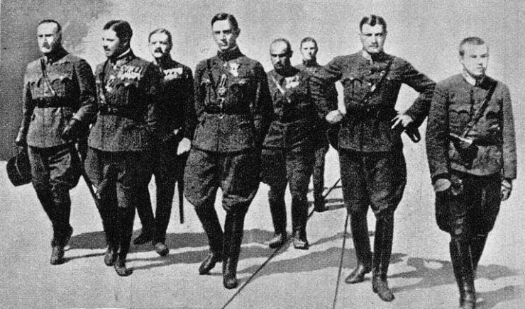 Ostenburg-Moravek Gyula (balról a második) és tisztjei. Kollega Tarsoly István (szerk.): Magyarország története a XX. században