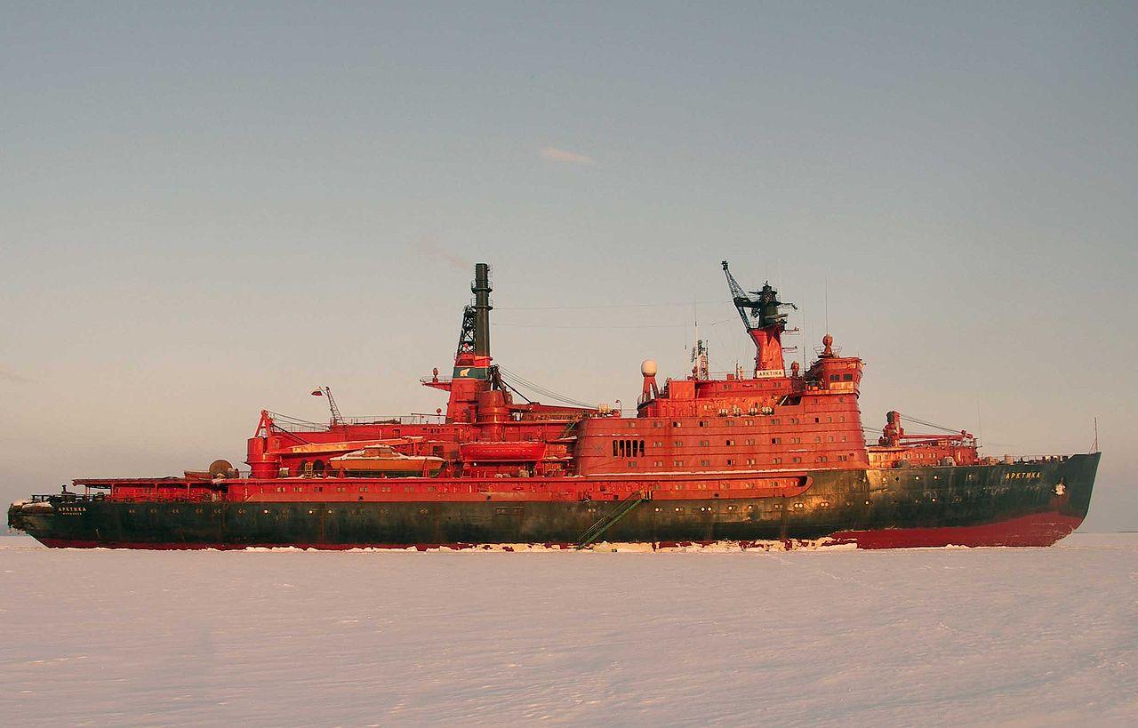 A szovjet Arktika nukleáris jégtörőhajó, szintén nyomottvizes reaktorral rendelkezett. Forrás Wikipedia