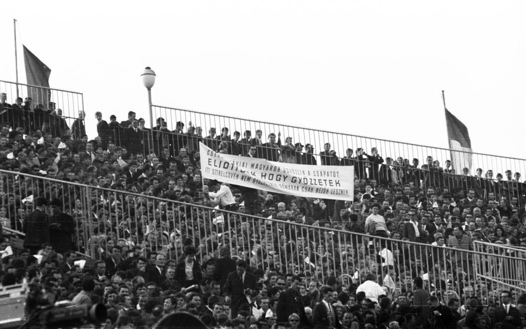 """""""Eljöttünk, hogy győzzetek"""" 1968. május 4. (Fortepan 50357)"""