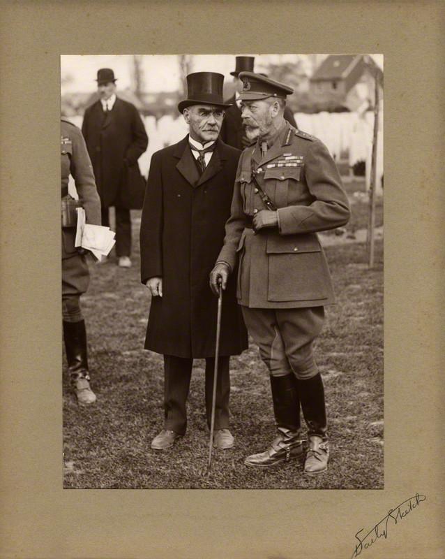 Rudyard Kipling és V. György Belgiumban, 1922. május 11. Forrás: National Portrait Gallery