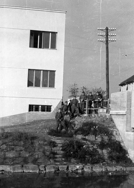 Magyar katonák az 1939-ben visszacsatolt Huszton. Kép forrása: FORTEPAN/BERKÓ PÁL