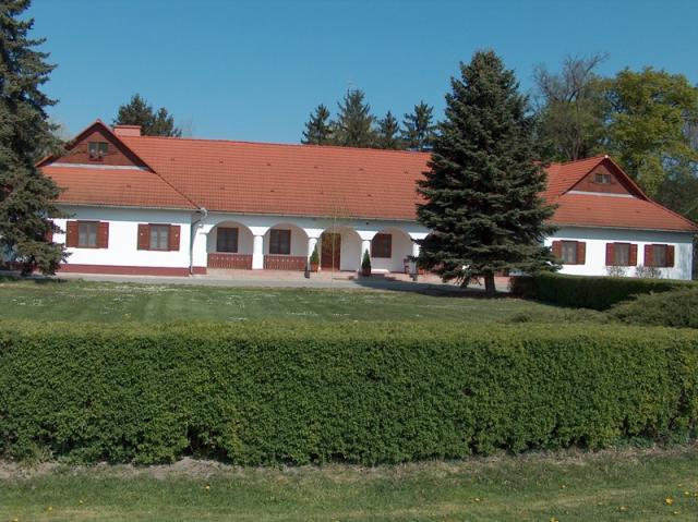 A lenesi vadászház (Gemenc), sok nagy mulatság színhelye napjainkban