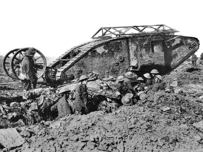 """Brit Mark """"férfi"""" I harckocsi a somme-i csata idején, 1916. szeptember 25. Forrás: Imperial War Museum Q 2486"""