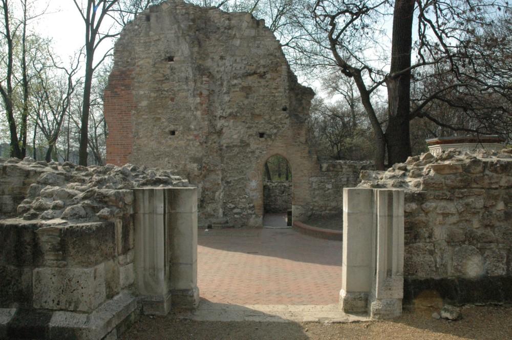 Erzsébet szöktetésének a helyszíne: a margitszigeti apácakolostor romjai
