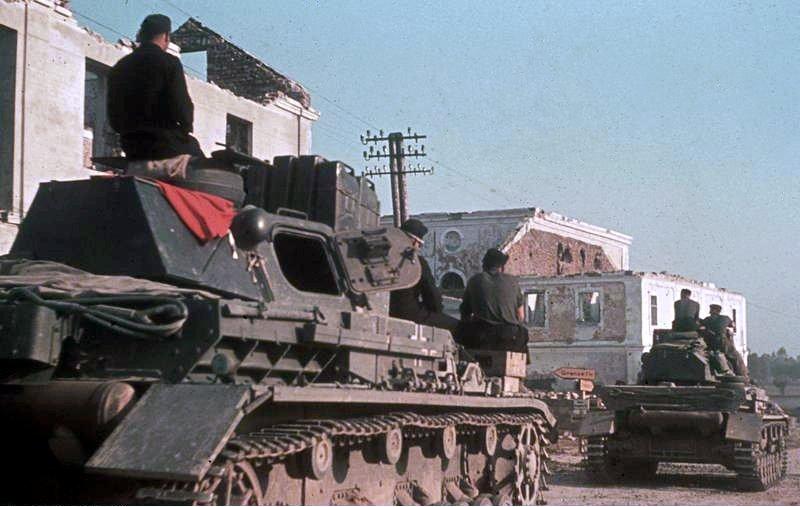 Panzer IV-esek felvonulása a szovjet határra 1941. június 21-én (Bundesarchiv Bild 169-0861)