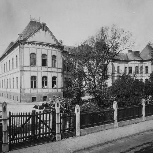 Szabó Ignác és utódai. Egy bányaorvos család története Tatabányán 1898—1945
