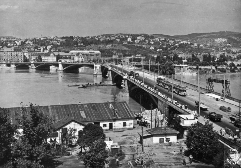 Az újjáépített Margit-híd 1947-ben. FORTEPAN/FORTEPAN