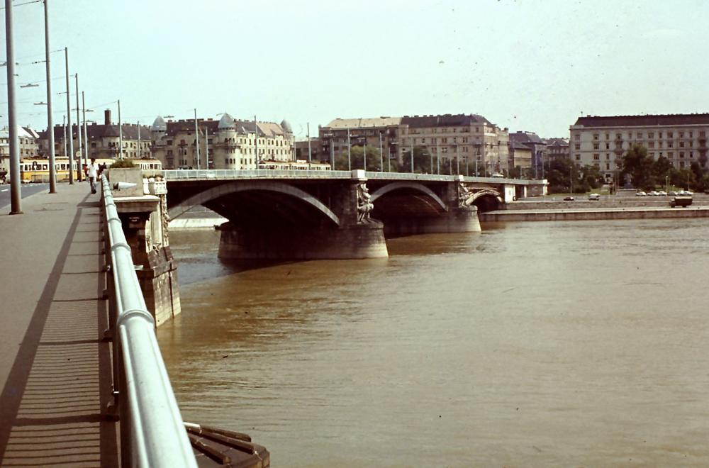 A tér és a híd 1975-ben SIJMONS ED/FORTEPAN