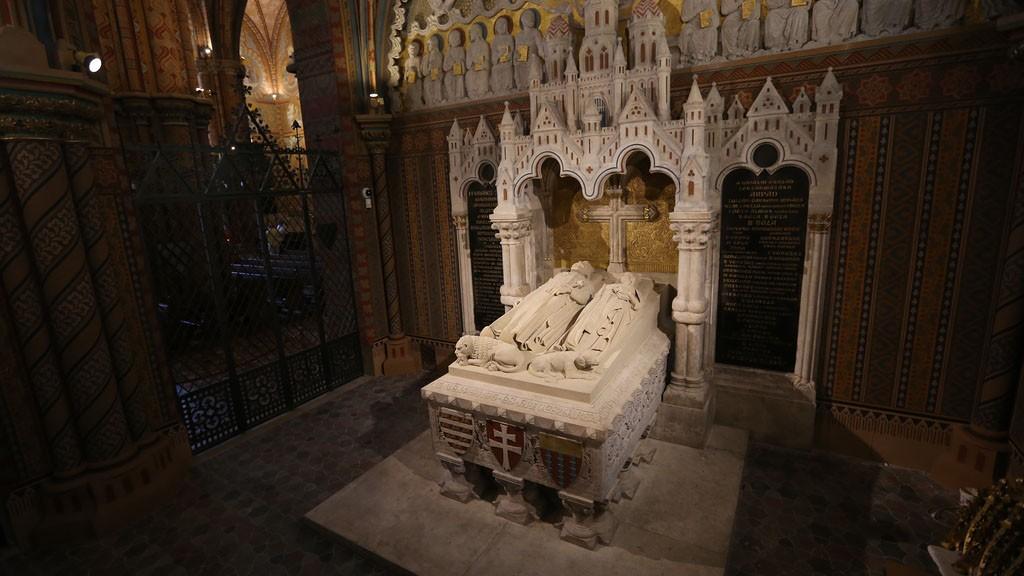 III. Béla és felesége sírja a Mátyás-templomban