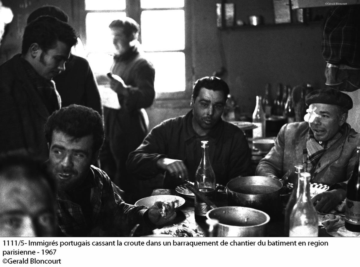 Portugál férfiak egy barakkban Forrás: Gerald Bloncourt/bloncourtblog.net