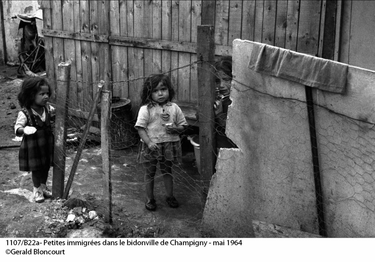 Bevándorló portugálok gyerekei egy bádogvárosban Forrás: Gerald Bloncourt/bloncourtblog.net
