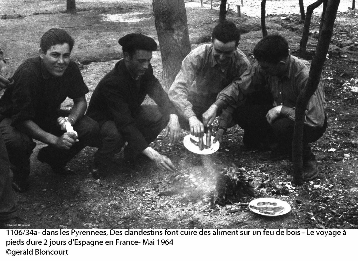 A Pirenesusokon nagyjából két napba telt átkelni – ez a csoport éppen étkezésre készül Forrás: