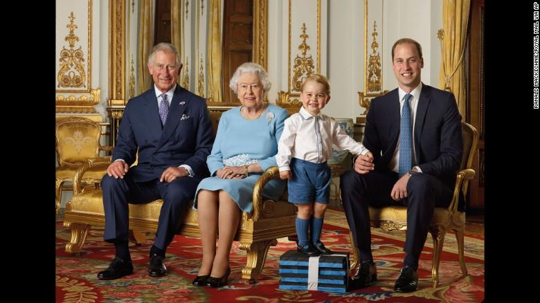 Négy generáció találkozása II. Erzsébet 90. születésnapján.