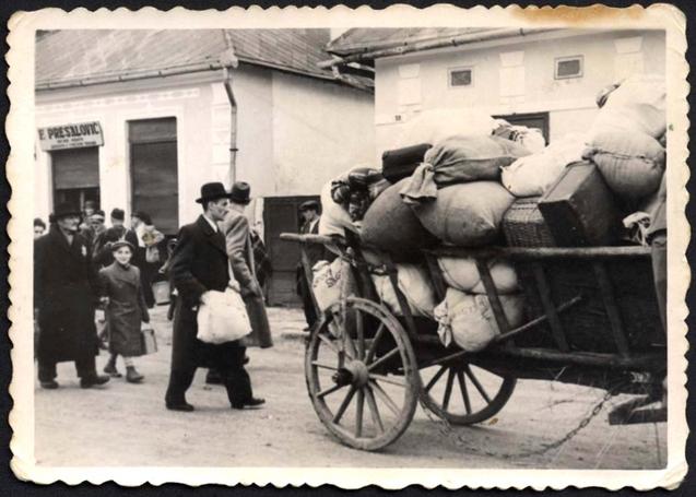 Zsidók deportálása Sztropkóról. Jad Vasem Múzeum, 3132/12