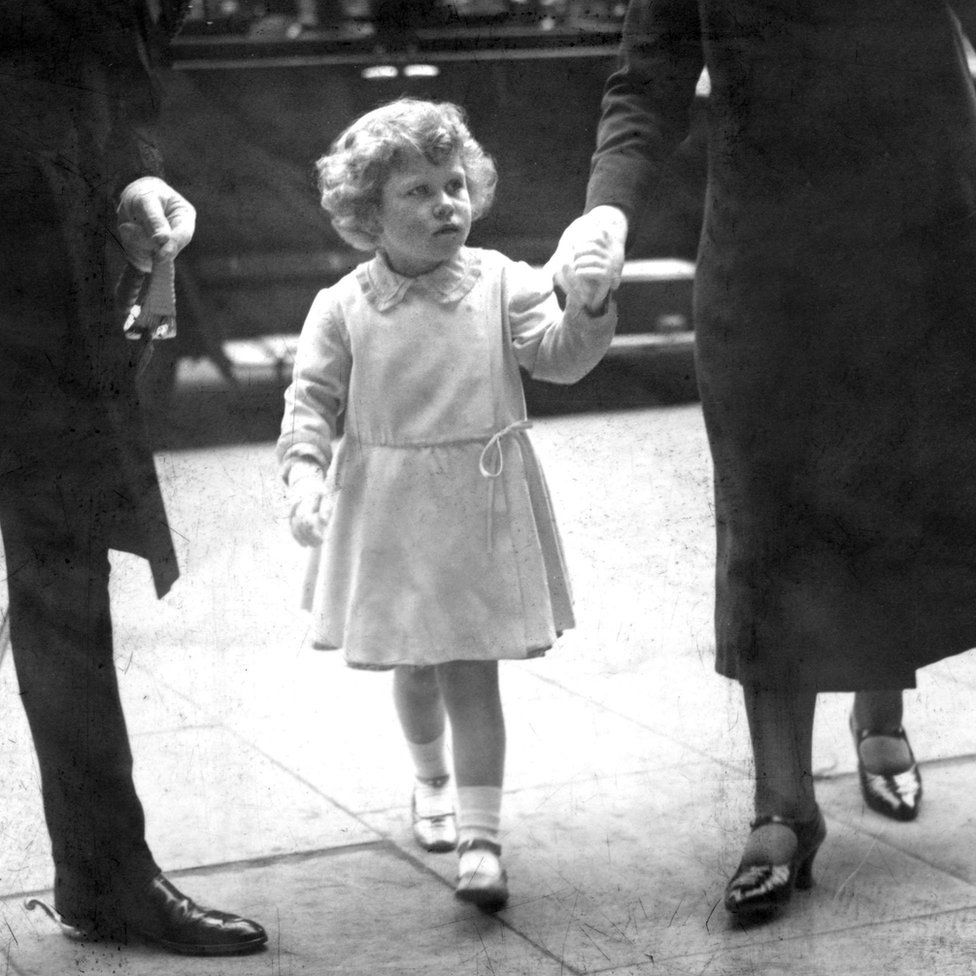 1931 részt vett Lady May, V. György unokahúga és Henry Abel Smith esküvőjén, Sussexben.