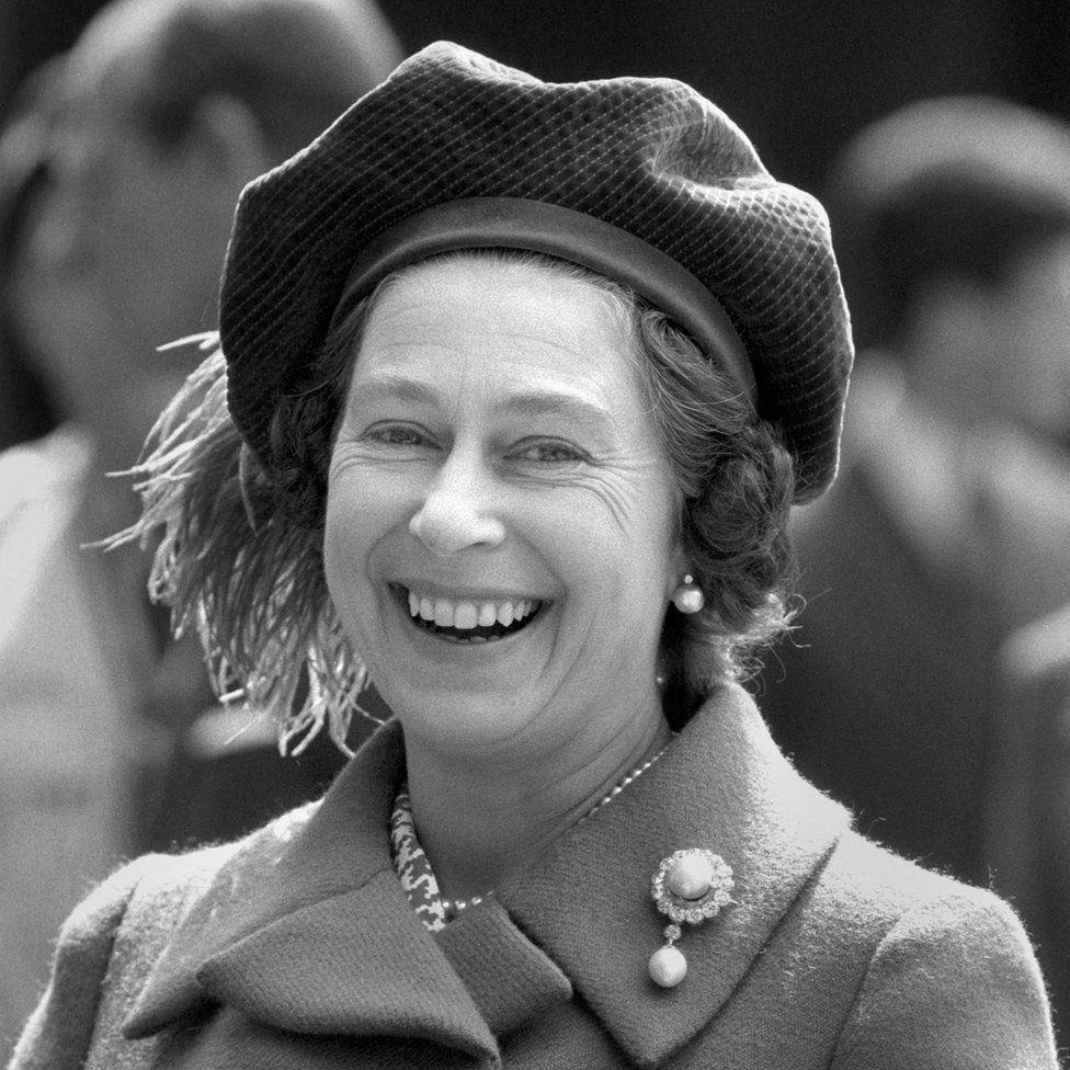 Erzsébet királynő 48. születésnapját ünnepli Windsorban.