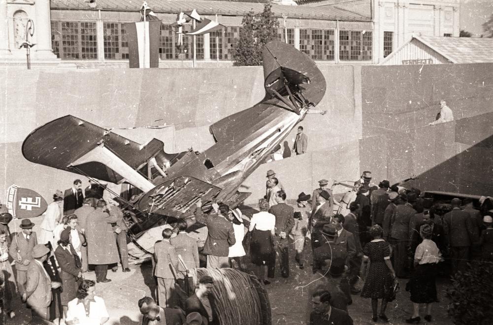 Az 1942-es nemzetközi vásáron már másképpen jelent meg a Szovjetunió: elpusztított, zsákmányolt haditechnikával. FORTEPAN/FORTEPAN