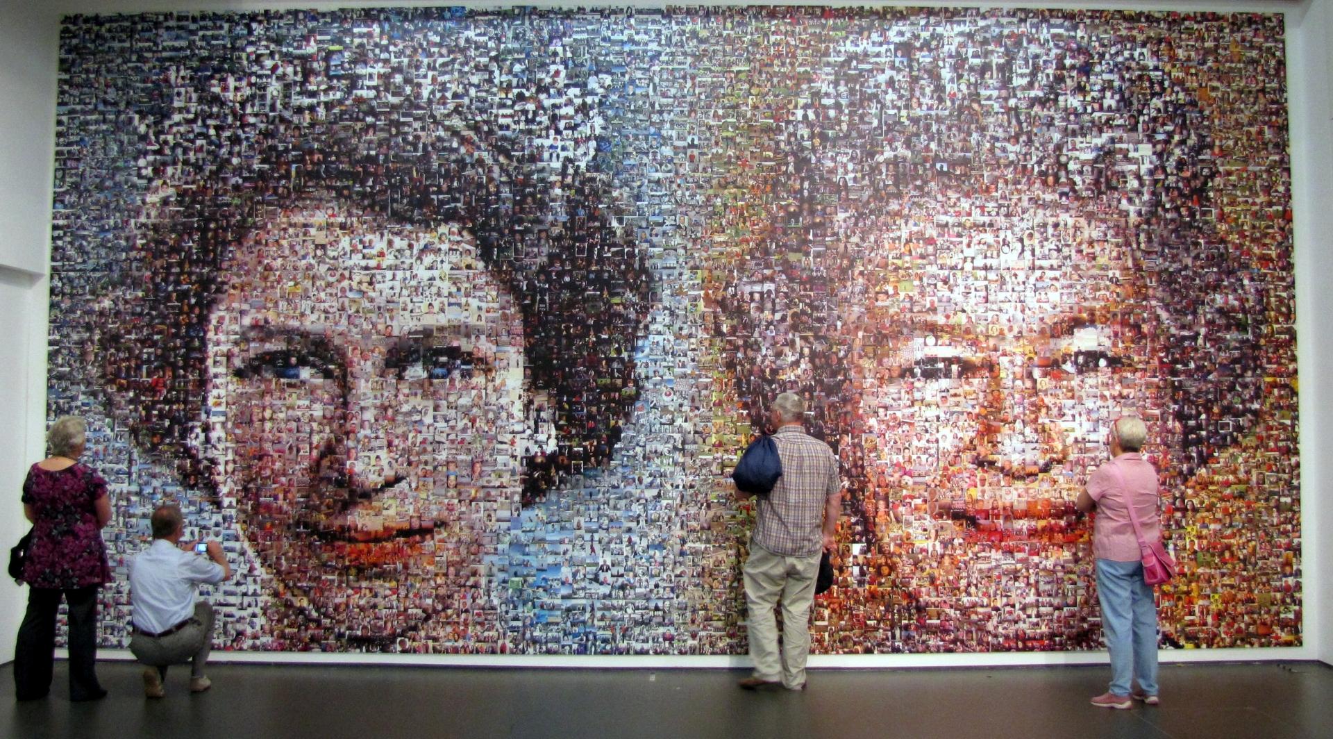 Mozaik a dél-angliai Eastbourne-ben, amelyet több mint 5000 képből állítottak össze a királynő gyémántjubileumára. Forrás: Wikipédia/Abuk Sabuk