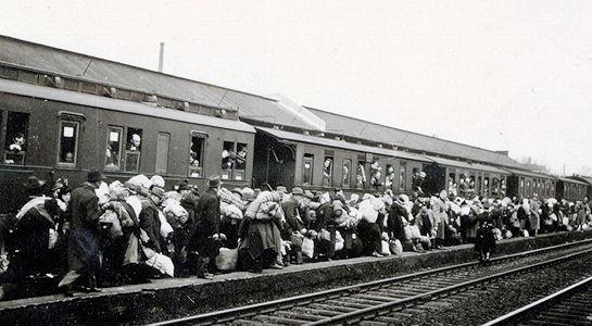 Bielefeldi zsidók deportálása Rigába, 1941. október 24. (Stadtarchiv Bielefeld, Bestand 300,11/Kriegschronik der Stadt Bielefeld 1941, Bd. 2, Nr. 20. URL )