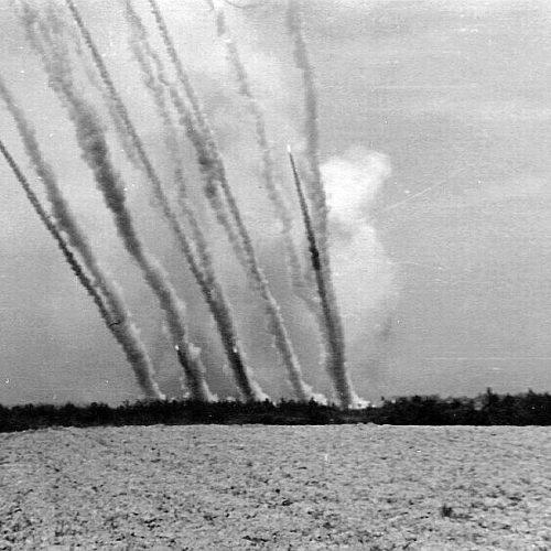 """""""A muszka beorgonáz a faluba…"""" – Háborús hangverseny Hitlerfurulyára és Sztálinorgonára"""
