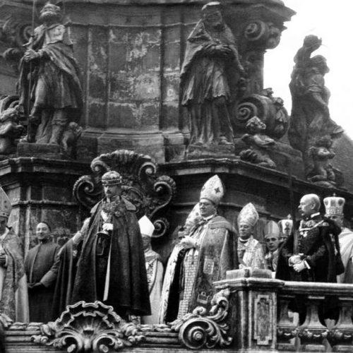 Ki koronázhatja meg a magyar királyt és miért kell minden vármegyéből 5 kg föld? – 101 éve koronázták meg IV. Károlyt