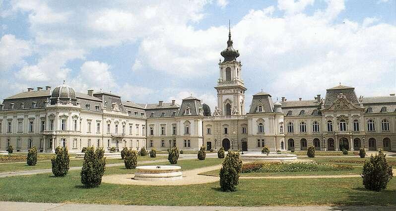A főúri udvar, mint a reprezentáció és a lehetőségek színtere a 18-19. század fordulóján
