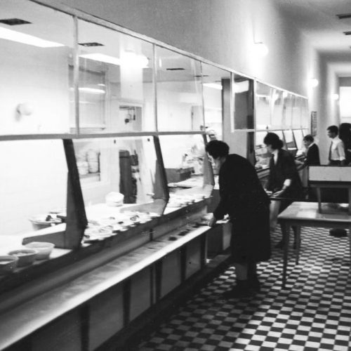 Közétkeztetés a szocialista időszakban: az önkiszolgáló éttermektől a City Grill-ig, és egy iskolai specialitás: az iskolatej