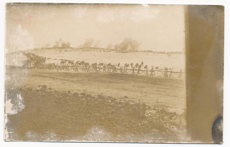 Magyaros. Rohamjárőrök támadása az ellenséges orosz drótakadály előtt, 1917. március 8. Forrás: Béky Zoltán gyűjteménye.