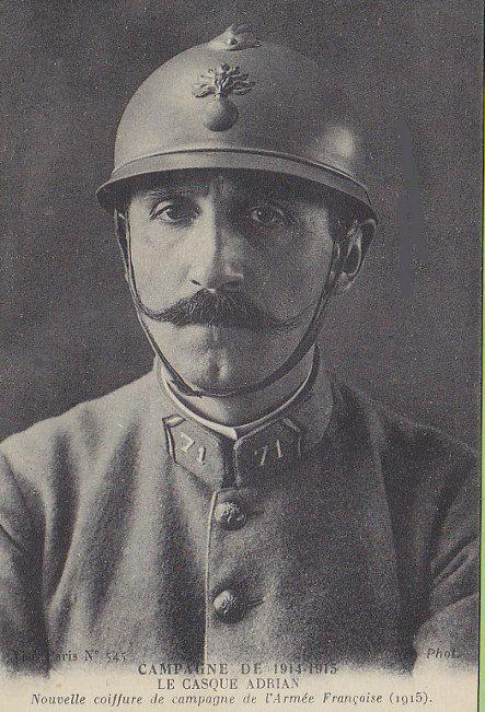 Francia katona Adrian sisakban, 1915. Forrás: bleuhorizon.canalblog.com