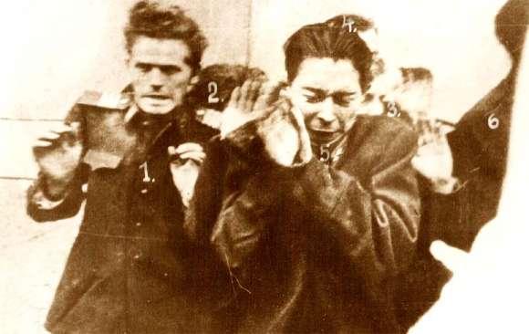 A pártházból kiráncigált, magukat megadó védők, a rájuk leadott lövésekben csak Kucsera Zoltán (2.) halt meg, a többiek súlyos sérülésekkel kerültek kórházba. Forrás: Eörsi László honlapja