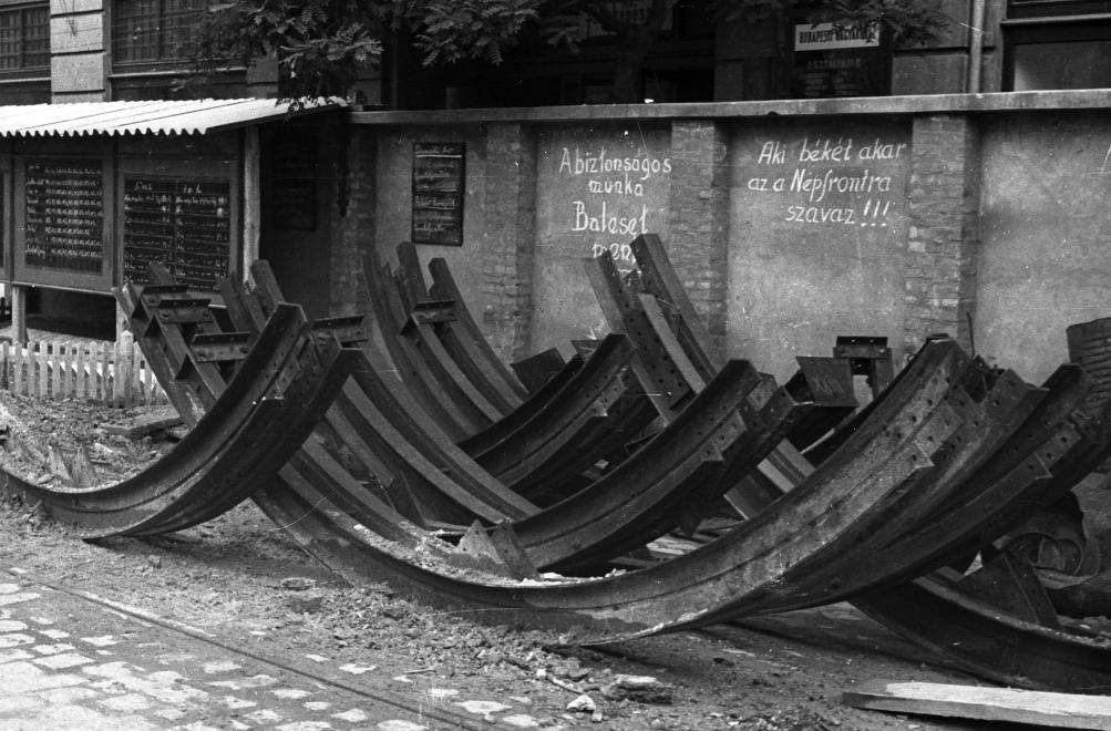 Üzenőfal 1956 (UVATERV/FORTEPAN)