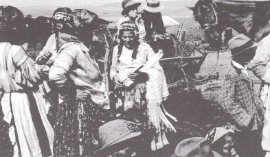 Fehérvári cigányok a csatkai búcsúban, 1937. Forrás: Harmat József: Roma holokauszt… i. m. 66.