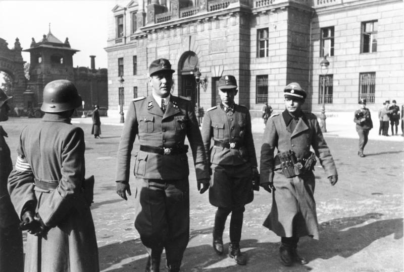 Otto Skorteny Budapesten, a kiugrási kísérlet után 1944. október 16-án. Bundesarchiv, Bild 101I-680-8283A-30A