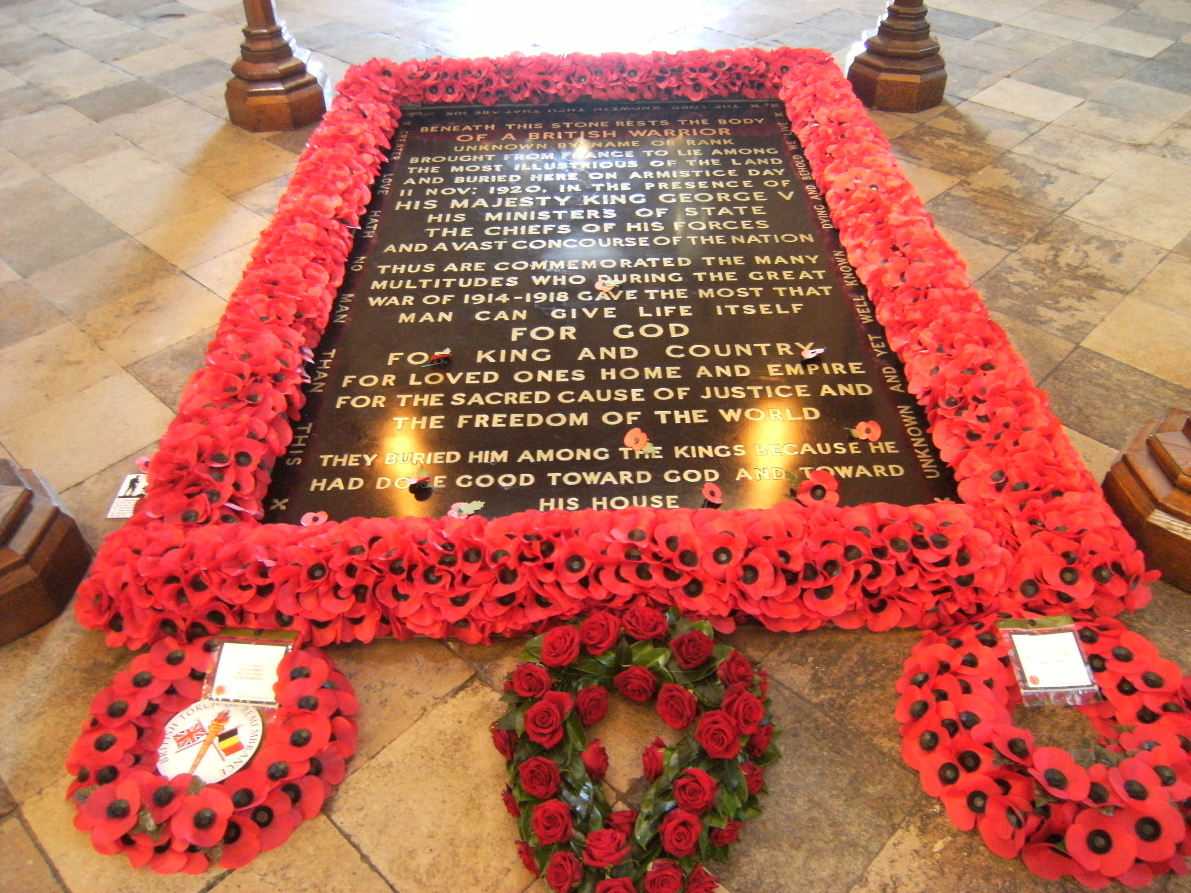 Az Ismeretlen Katona sírja a Westminster apátságban. Forrás: Wikimedia Commons