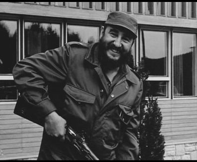 Fidel Castro vadászat előtt vagy után. Telki, 1974. A géppisztolyt szerencsére most otthon hagyta...