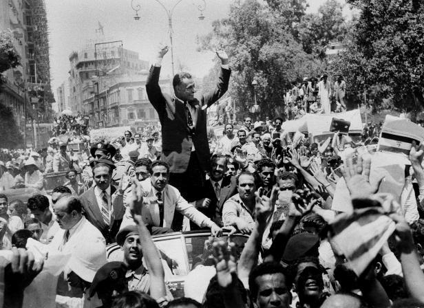 Nasszer ünneplése a szuezi-válság után. Forrás: link.