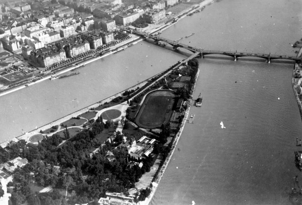 23 évvel később a területen már sokemeletes házak tucatjai állnak. (1930) ZAINKÓ GÉZA/FORTEPAN