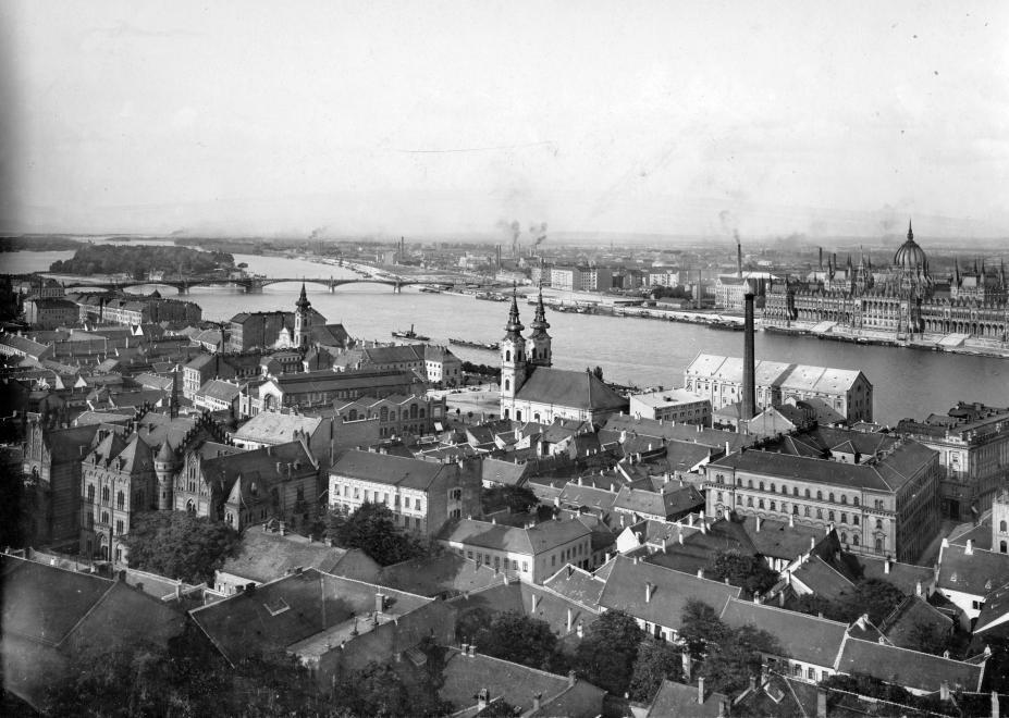 Távolban látszik, hogy a mai Jászai Mari tér környékén elkezdtek megjelenni a nagyobb (lakó) épületek is. (1907) LAJTAI LÁSZLÓ/FORTEPAN