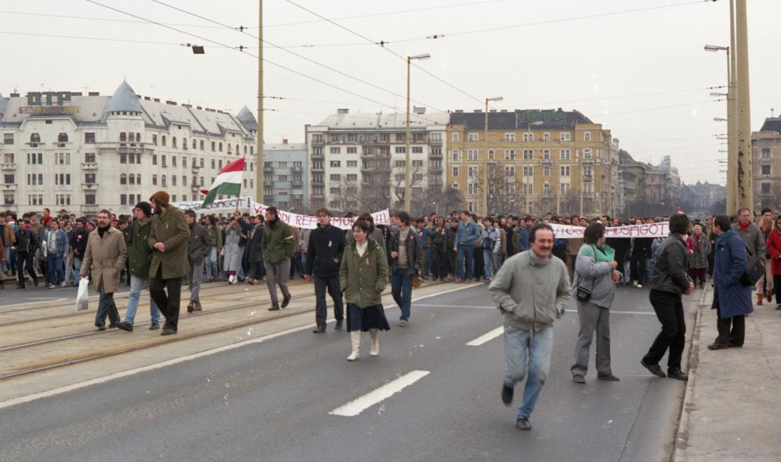 Tüntetés 1988. március 15-én. HODOSÁN RÓZA/FORTEPAN