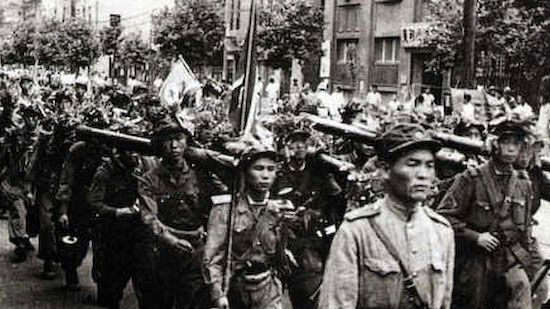 Szöulba bevonuló észak-koreaiak 1950. június 28-án. (Forrás: Pinterest)