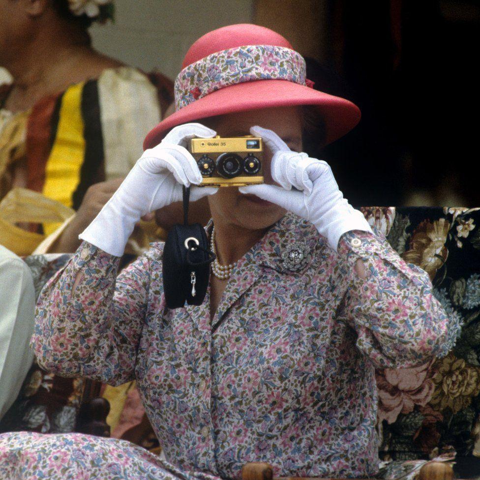 A királynő gyakran kapta lencsevégre férjét versenyzés közben.